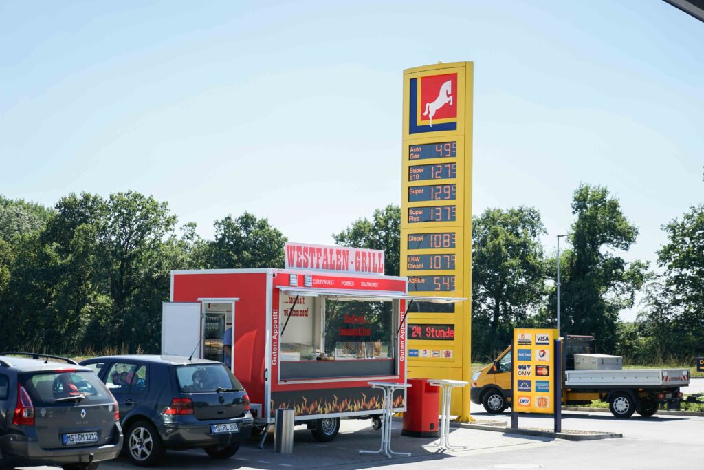 Der Westfalen-Grill gehört auch zur Station und bietet eine weitere Vielfalt an Speisen für die Gäste der Station in Amelsbüren.